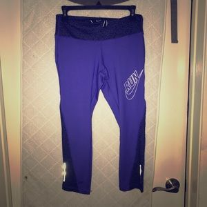 Pants - Nike cropped yoga pants
